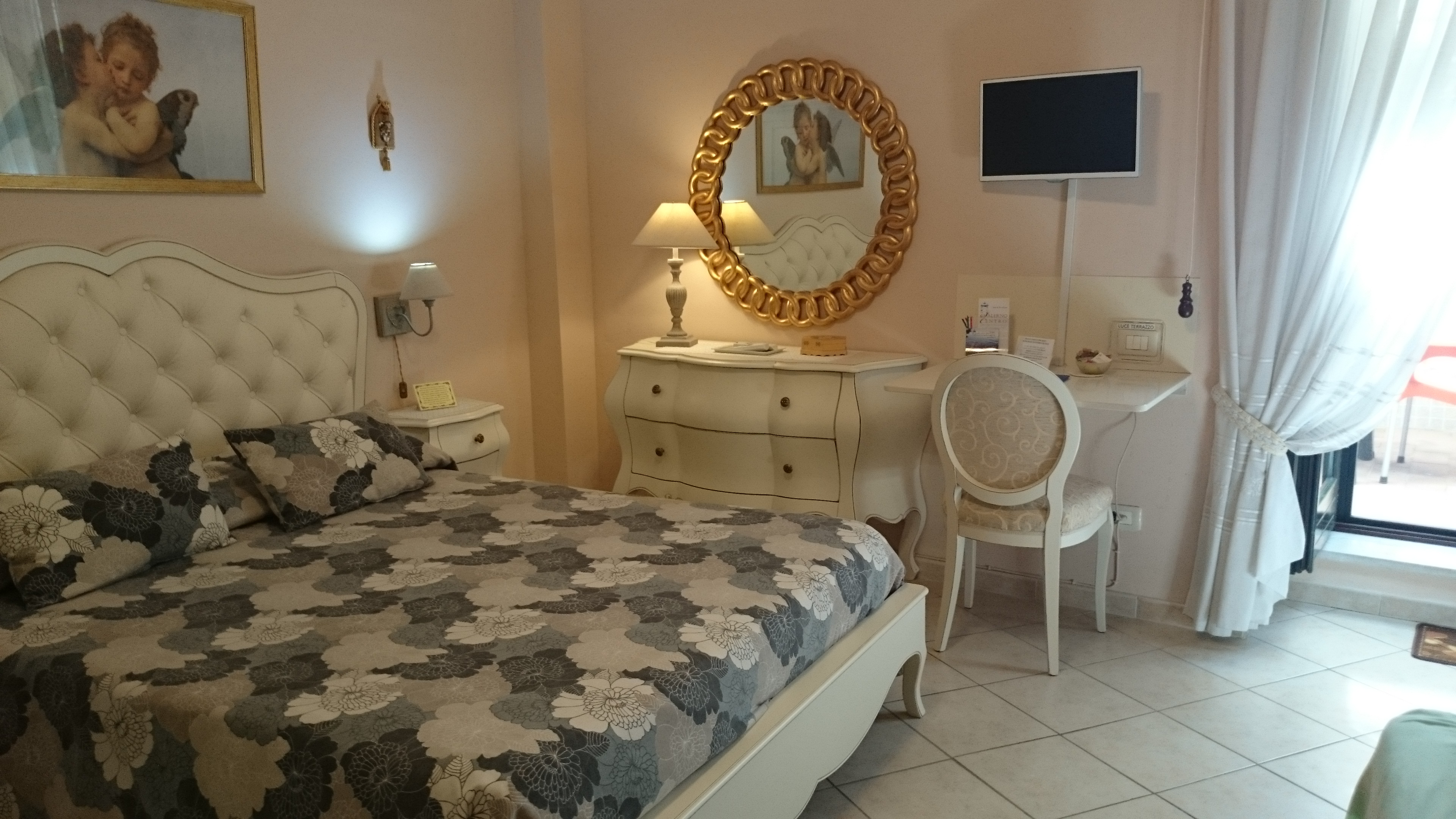 Rooms with wi fi services driving b b salerno centro for B b salerno centro